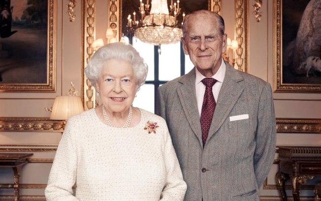 Após o caso de COVID-19 na realeza, Elizabeth e príncipe Phillip estão em isolamento (Foto: Reprodução)