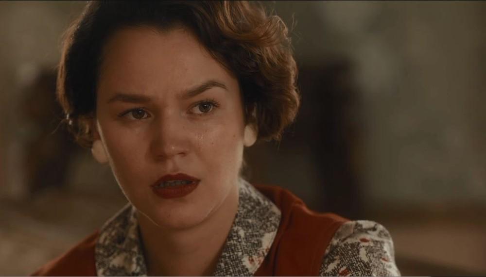 Adelaide vai ao chão ao descobrir a verdade em Éramos Seis