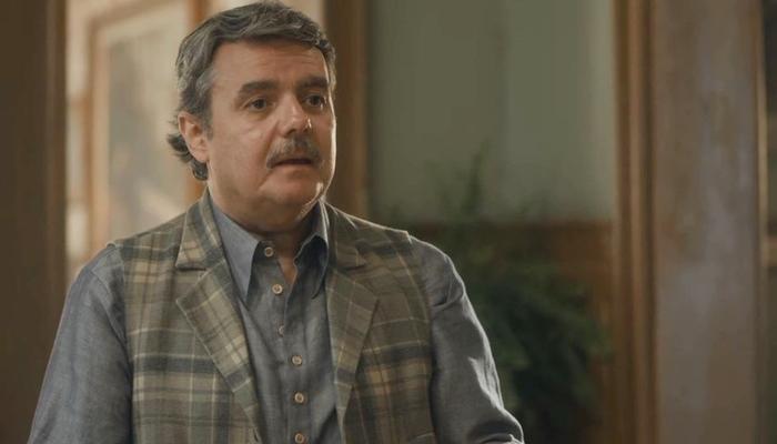 Afonso (Cássio Gabus Mendes) ficará preocupado com o estado de Shirley em Éramos Seis (Foto: Reprodução/Globo)