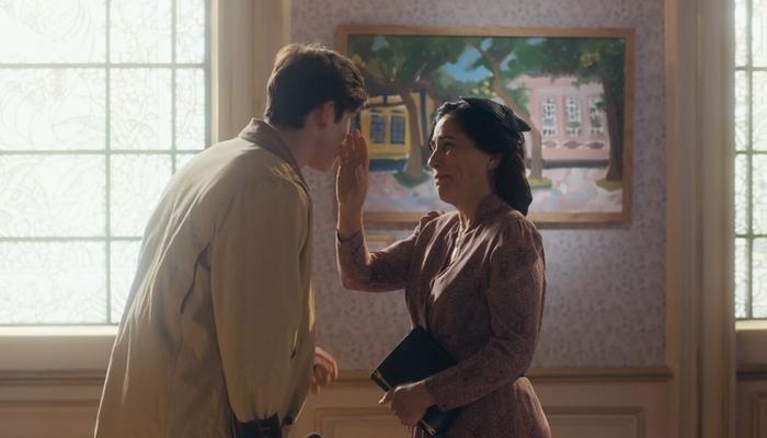 Alfredo (Nicolas Prattes) retorna e surpreende Lola (Gloria Pires) em Éramos Seis (Foto: Reprodução/Globo)