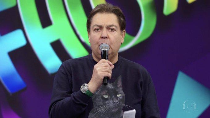 O apresentador Faustão surpreendeu com camisa exótica - Foto: Reprodução