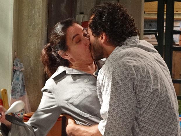 Guaracy beijou Griselda à força em Fina Estampa - Foto: Reprodução