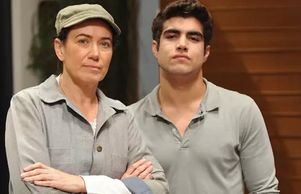 Lilia Cabral (Griselda) e Caio Castro (Antenor) em Fina Estampa; novela superou duas concorrentes para reprise na Globo (Foto: Globo/Alex Carvalho)