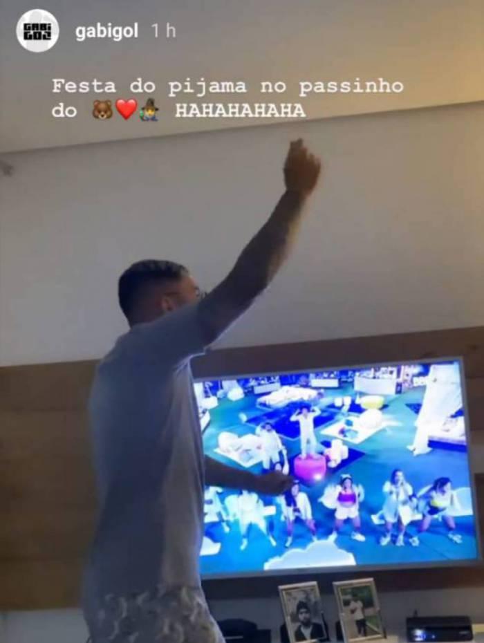 Gabigol ficou em casa dançando enquanto assistia ao BBB (Foto: Reprodução/ Instagram)