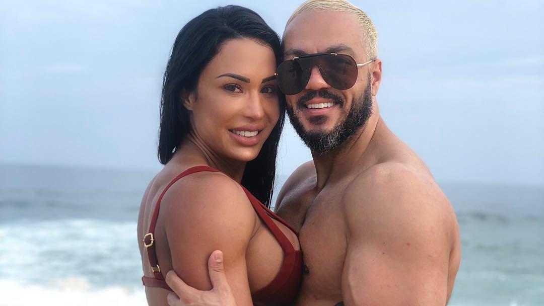 A famosa musa fitness e apresentadora da RedeTV!, Gracyanne Barbosa e o seu marido, Belo voltaram a ficar entre os assuntos mais comentados da vez após surgirem em um vídeo polêmico ao lado de Leo Dias (Foto: reprodução/Instagram)