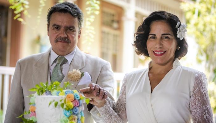 Afonso (Cássio Gabus Mendes) e Lola (Gloria Pires) se casam em Éramos Seis (Foto: Globo/Paulo Belote)