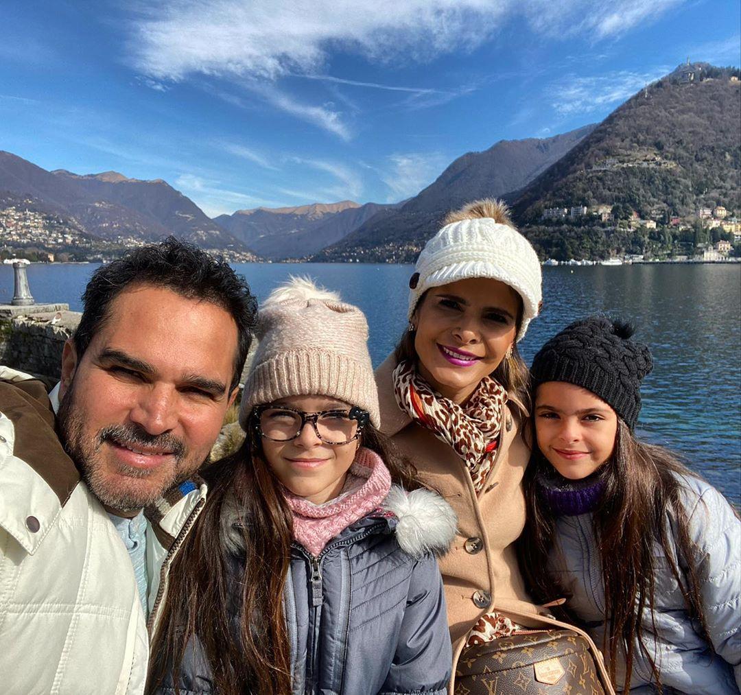 O famoso cantor sertanejo ao lado de sua família (Foto: Reprodução/Instagram)