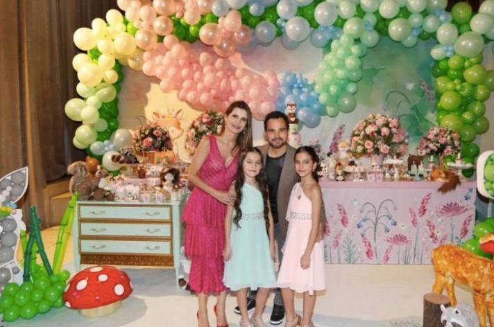 Luciano e Flávia Camargo comemoram o aniversário das gêmeas Isabella e Helena com festão em São Paulo - Reprodução Instagram