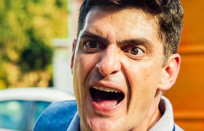 Marco Rodrigo (Julio Machado) anunciará a prisão de Rugieri (Ricardo Martins) em Malhação: Toda Forma de Amar (Foto: Reprodução/Globo)