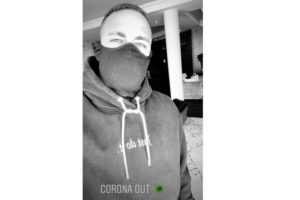 Neymar surgiu com máscara contra o coronavírus (Reprodução)
