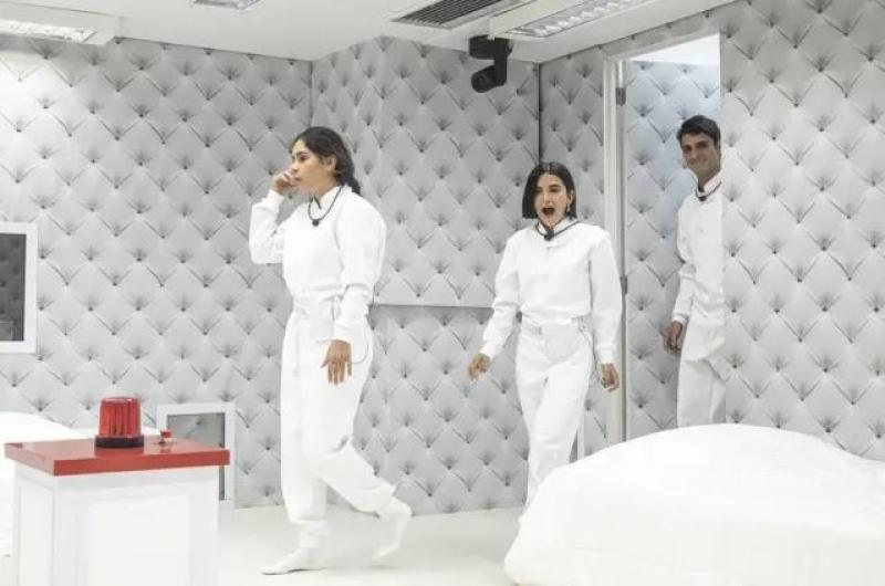 Prior, Gizelly e Manu entrando no quarto branco do BBB - Foto: Reprodução