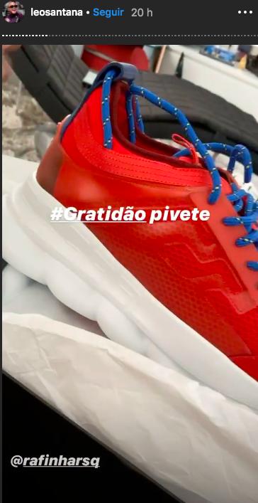 Léo Santana mostra ténis de grife (Foto: Reprodução/Instagram)