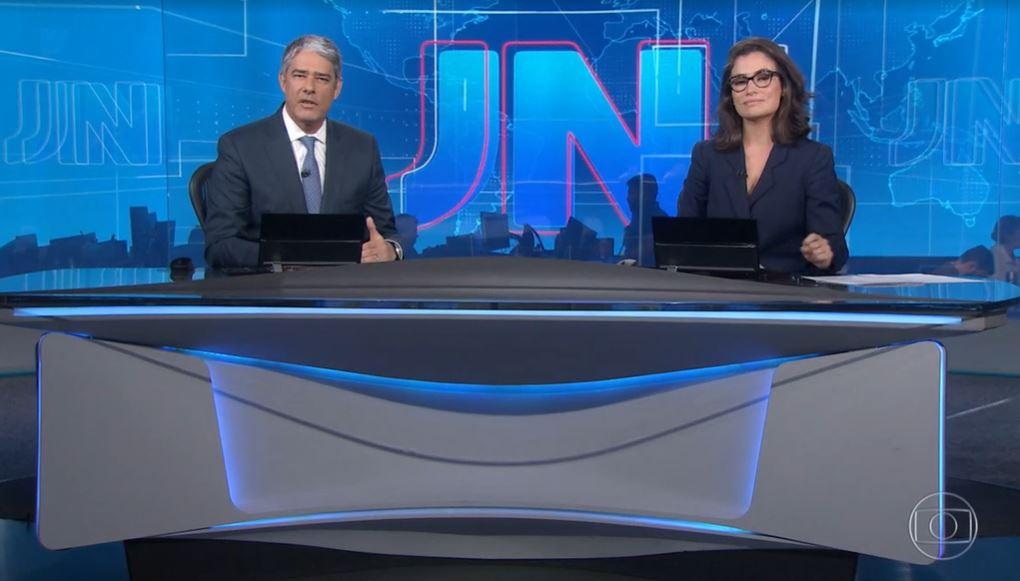 William Bonner e Renata Vasconcellos hoje na bancada do Jornal Nacional (Foto: Reprodução/TV Globo)