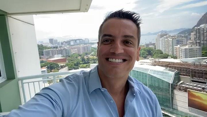 O jornalista Leo Dias disse ter pedido demissão da RedeTV! - Foto: Reprodução/Instagram tv fama