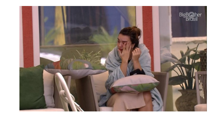 BBB 20: Após festa, Rfaa chora e lamento sobre jogo (Foto: Reprodução/Globoplay)