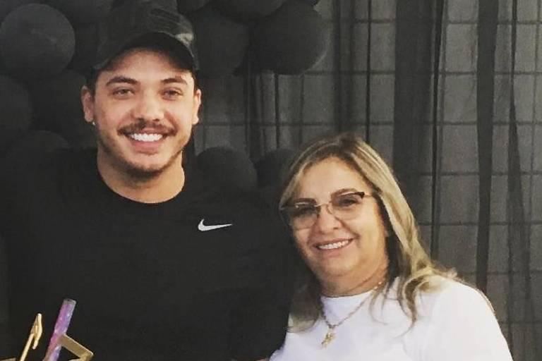 Falência: Wesley Safadão ao lado da mãe, Dona Bill (Foto: Reprodução)