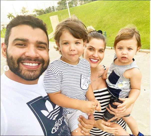 Gusttavo Lma com a família (Foto: Reprodução)