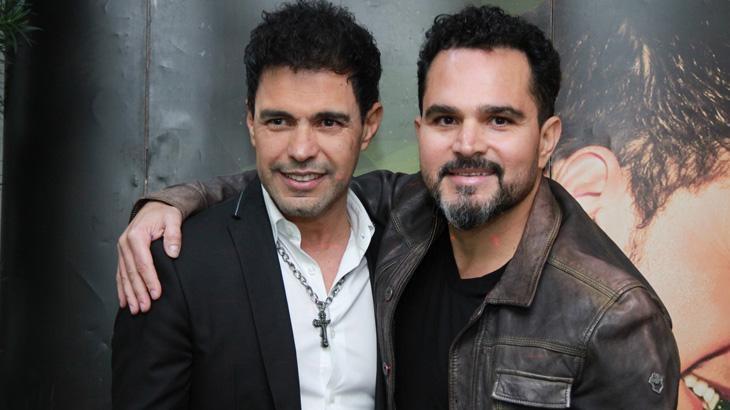 Zezé Di Camargo e Luciano regravam música de sucesso. (Foto: Divulgação)