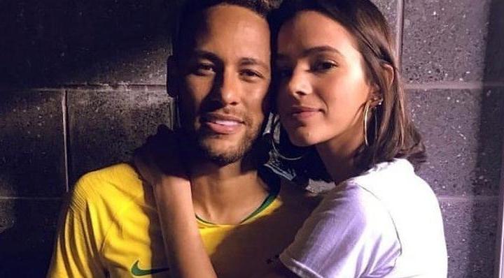 Bruna Marquezine ao lado de Neymar. (Foto: Reprodução)