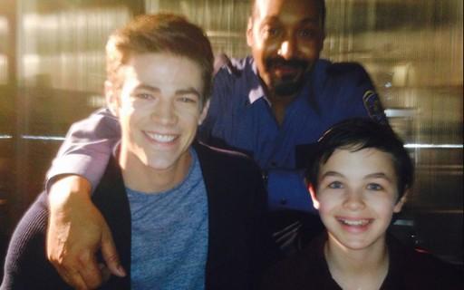 Logan Williams com Grant Gustin e Jesse L. Martin (Foto: Divulgação)