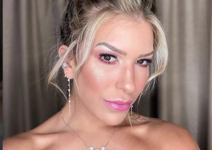 Lorena Improta se descuidou e deixou objeto erótico vazar em foto (Imagem: Reprodução)