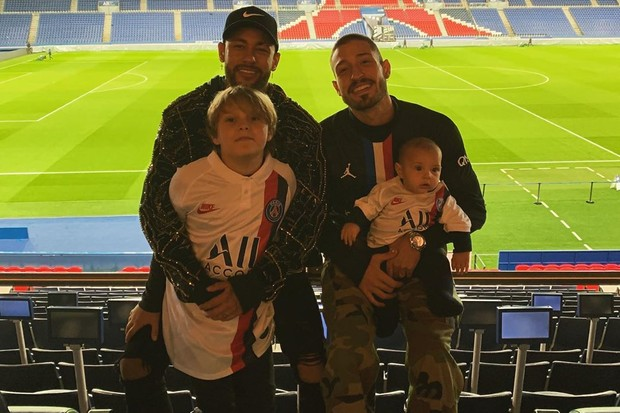 Neymar Jr e Davi e Vinicius Martinez e Valentim (Foto: Divulgação)