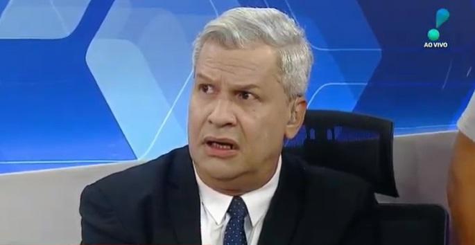 Sikêra Jr fala demais e ataca Globo em entrevista  (Foto: Reprodução / RedeTV!)