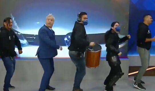 Sikêra Jr. e parte da trupe do Alerta Nacional (foto: reprodução/RedeTV!)