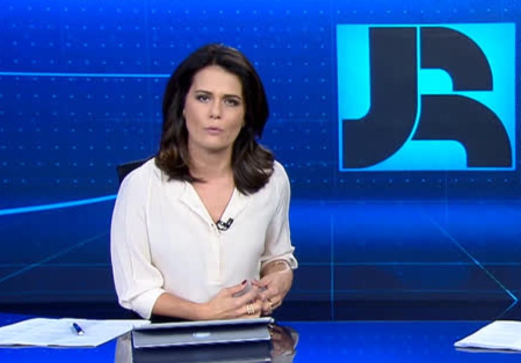 Adriana Araújo comanda o Jornal da Record - Foto: Reprodução