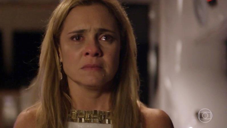 Adriana Esteves (Carminha) em cena de Avenida Brasil, que bateu recorde de audiência (Foto: Reprodução/Globo)