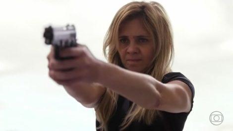 Carminha (Adriana Esteves) dará rasteira em Santiago (Juca de Oliveira) e cometerá loucura no final de Avenida Brasil (Foto: Reprodução/Globo)