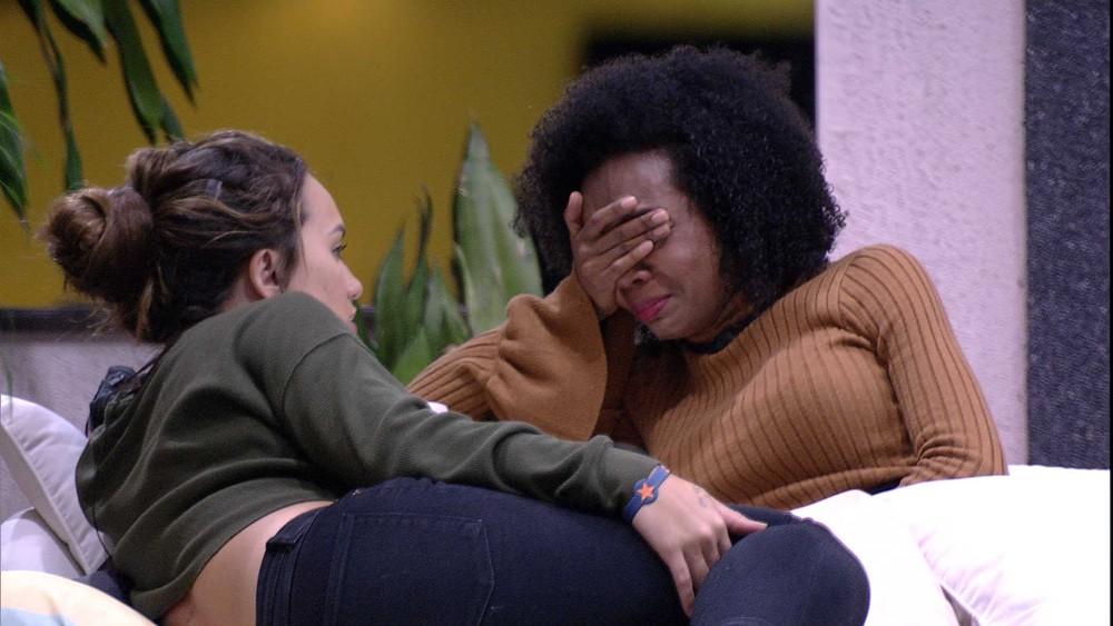 Thelma chora o BBB20 após acusação (Foto: Reprodução)