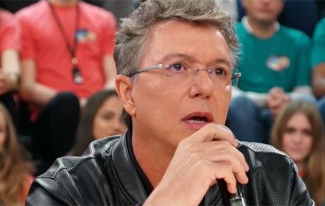Boninho decidiu esticar o BBB20; diretor teria que negociar duração maior (Foto: Reprodução/Globo)