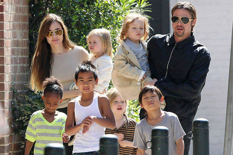 Brad Pitt, Angelina Jolie e filhos (Foto: Reprodução)