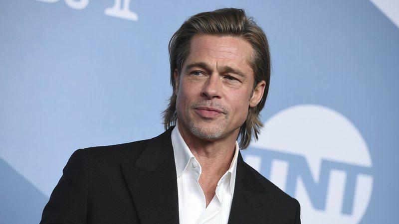 Atriz abre o jogo e diz que foi ela que ensinou Brad Pitt a beijar (Foto: reprodução)