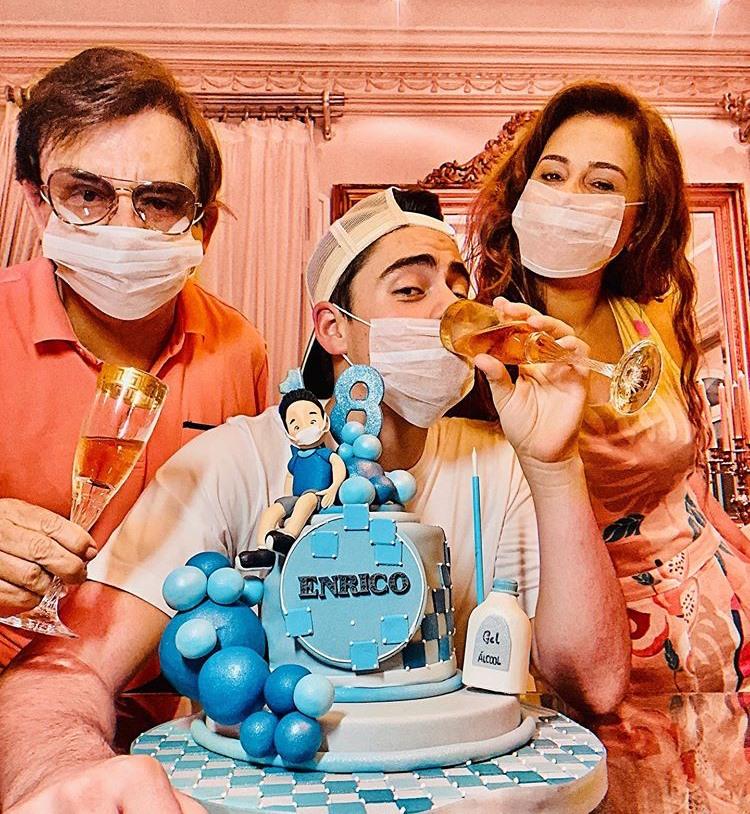 Chitãozinho comemora o aniversário do filho, Enrico com a esposa, Márcia Alves (Imagem: Instagram)