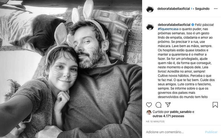 Débora Falabella surgiu ao lado de seu namorado, Gustavo Vaz (Foto: Reprodução/ Instagram)