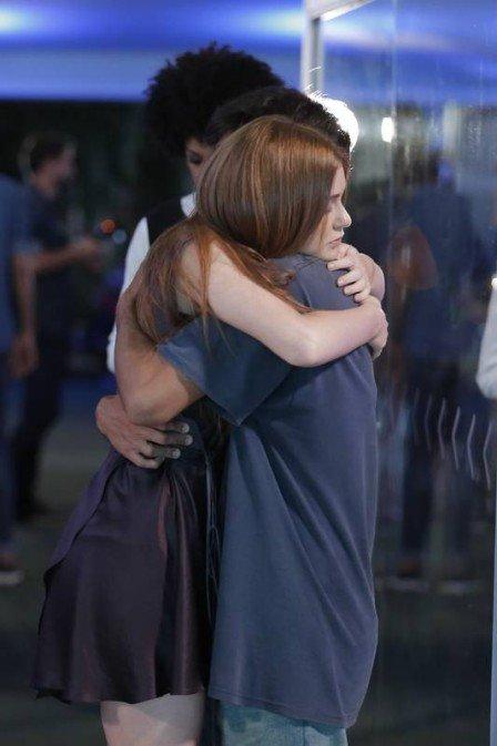 Eliza busca refúgio nos braços de Jonatas na Globo