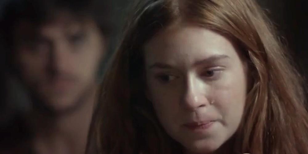 Eliza chora ao confessar seu segredo a Jonatas em Totalmente Demais