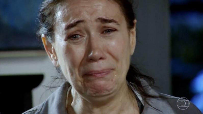 Griselda (Lilia Cabral) será humilhada após ter segredo descoberto em Fina Estampa (Foto: Reprodução/Globo)