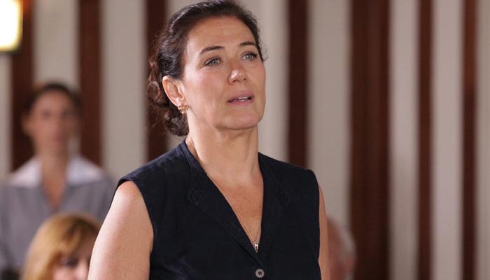 Griselda (Lilia Cabral) comprará mansão para provocar a rival em Fina Estampa (Foto: Divulgação/Globo)