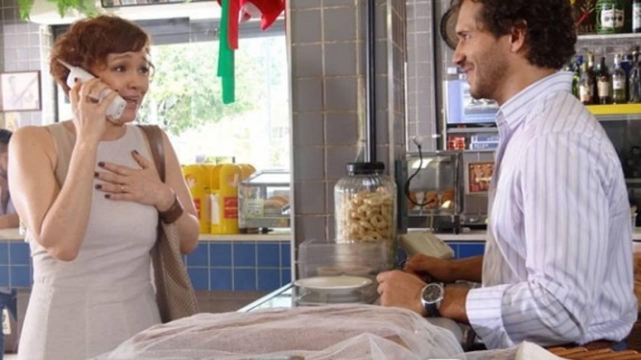 Em Fina Estampa, Guaracy engata romance com Esther (Montagem: TV Foco)