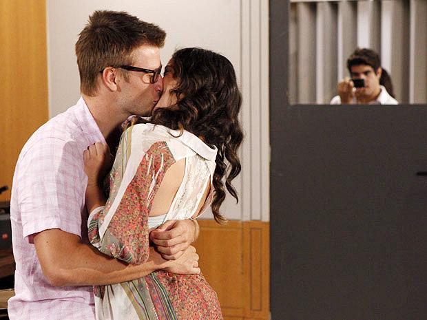 Em Fina Estampa, Patricia  se envolverá com Alexandre, personagem de Rodrigo Hilbert que estrará em breve na novela (Imagem: Globo)
