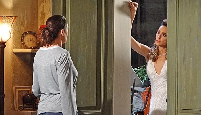 Griselda (Lilia Cabral) é humilhada por Tereza Cristina (Christiane Torloni) em Fina Estampa (Foto: Divulgação/Globo)