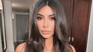 Kim Kardashian exibe decotão em foto ousada (Foto: Reprodução)