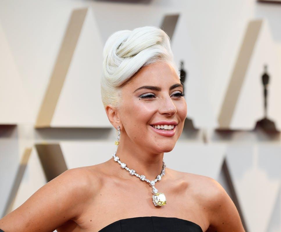 Lady Gaga é atingida por facadas e vídeo viraliza (Foto: Reprodução)