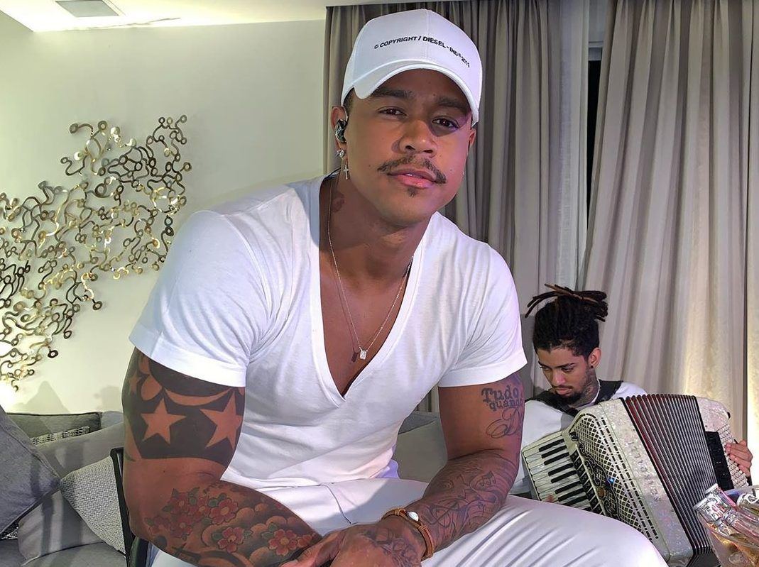 Léo Santana causou ao exibir o seu corpo malhado nas redes sociais Foto: reprodução/Instagram)