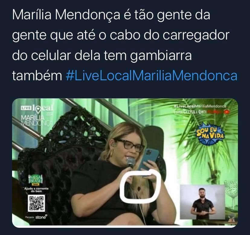 Marília Mendonça é flagrada em live (Foto: Reprodução)