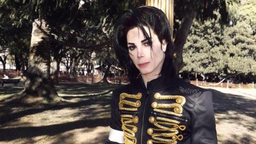 Argentino gasta mais de R$ 150 mil para ficar com a aparência igual a de Michael Jackson (Foto: Reprodução)