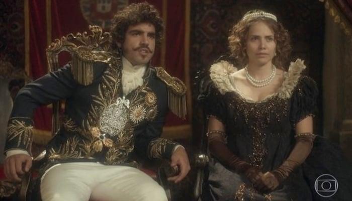 Caio Castro (Dom Pedro I) e Letícia Colin (Leopoldina) em Novo Mundo, que bateu recorde de audiência (Foto: Reprodução/Globo)